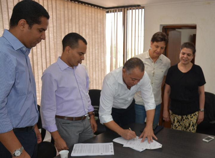 Firma-acuerdo-con-Corpocesar-POT