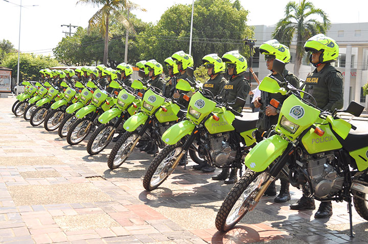 ENTREGA-DE-MOTOS-A-POLICIA-NACIONAL-(3)
