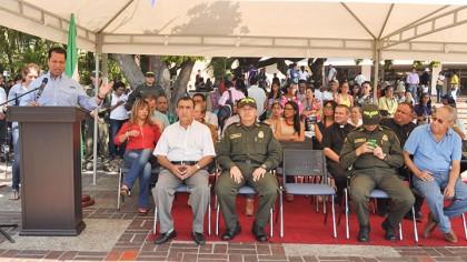 ENTREGA-DE-MOTOS-A-POLICIA-NACIONAL-(7)