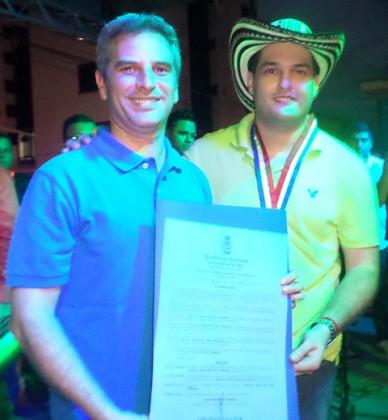 Reconocimiento-del-alcalde-de-Monteria-Carlos-Eduardo-Correa,-al-Rey-Vallenato-Mauricio-de-Santis